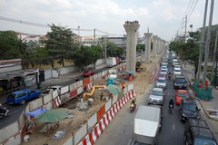 skytrain columns (the foreign photographer - ฝรั่งถ่) Tags: green line skytrain extension columns phahoyolthin road bangkhen bangkok thailand sony rx100
