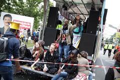 Antiracist Parade + CommUNITY-Carnival, Berlin 2017 (bsdphoto) Tags: demonstration protest demo berlin politik wellcomeunited antiracistparade karneval parade umzug refugees welcomeunited antirassismus flüchtlinge geflüchtete konfetti wagen bildung kreuzberg oplatz oranienplatz communitycarnival deutschland deu
