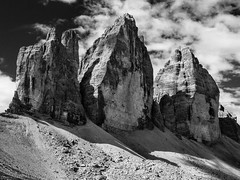 tre cime di lavaredo (Frank Wittig) Tags: trecimedilavaredo dolomity dolomiten italien italy urlaub holiday roadtrip hiking mountains berge wandern bw blackandwhite sw dreizinnen