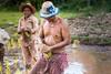 Koh Trong, Cambodia (Aicbon) Tags: verde cambodia cambodja camboya khmer kampuchea jemer asian asiatic asiatico ricefields work worker farmer fields tropical arroz camposdearroz arrossar arrossars cambodtjans sudestasiàtic southeastasia indochina people gente personas humano humanidad monsoon canon kratié krachen cambodge cambogia camboja cao miên jiǎnpǔzhài 柬埔寨 kamboçya kambodia 캄보디아 kamboḍiyā कम्बोडिया kambodiya
