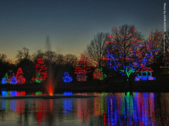 Holiday Lights in Lenexa, 26 Dec 2016 (photography.by.ROEVER) Tags: lights christmaslights holidaylights lightdisplay lenexa kansas joco johnsoncounty sarkopartrailspark december 2016 december2016 color colour colors colours usa