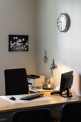 au boulot ! (at work) (nihilsineDeo) Tags: office desk compute warm canvas picture art style city white lamp ikea warmlight composition interiordesign bnw bw blackandqhitecanvas