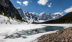 Moraine Lake (NoVice87) Tags: canada alberta banffnationalpark ice thawing mountains snow