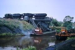 British Oak Staithe (ee20213) Tags: britishoakcolliery barges hargreaves staithe ncb freightonly freighttrain calderandhebblenavigation
