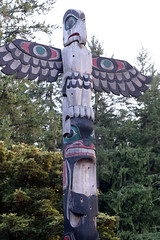 Haida Totem in Butchart (photo_paddler) Tags: color summer availablelight day britishcolumbia victoria canada butchartgardens sculpture