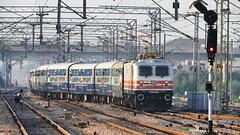 WAP5 Class GZB Based 30123 (shivam.rai.111) Tags: white crowd new wap5 gita jayanti irfca trains crowded curving ngc indian railways palwal north india