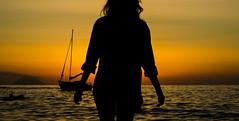 [ Rincorrendo l'orizzonte - Chasing the horizon ] DSC_0509.R3.jinkoll (jinkoll) Tags: silhouette girl boat sun sky gloaming orange sunset stromboli volcan vulcano calabria tropea sea mare waves reflections shirt