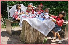 Einfach blau weiß rot  ... (Kindergartenkinder) Tags: dolls himstedt annette park blume garten kindergartenkinder essen grugapark personen blumen sanrike milina sommer kindra setina leleti reki