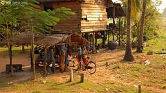 06-11-07 Laos-Camboya Siem Reap (39) R01 (Nikobo3) Tags: asia camboya cambodia siemreap rural aldeas poblados social culturas color travel viajes nikon nikond200 d200 nikondx182003556vr nikobo joségarcíacobo flickrtravelaward ngc