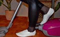Úklid / Cleanup (090) (Merman cvičky) Tags: cvičky piškoty gymnastic slippers gymnastikschuhe schläppchen turnschläppchen gym shoe gymnasticshoes gymnasticslippers zapatillas cvicky slipper täppeli gymnastiktoffel gymnastikslipper legíny leggings legginsy polainas shiny wetlook