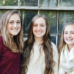 "Ellie and her sister at family pictures 2016 <a style=""margin-left:10px; font-size:0.8em;"" href=""http://www.flickr.com/photos/124699639@N08/36520627226/"" target=""_blank"">@flickr</a>"