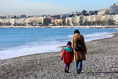Nice, France. (廖法蘭克) Tags: nice france 6d sunny sunshine 法國 尼斯 南法 holiday vacation friends frank photographer photography photograph frankineurope chinesenewyear canonef70200mmf4lisusm 地中海 mediterranean 蔚藍海岸 frenchriviera côtedazur ocean beach coast 海灘 blue bluesky people 散步 bokeh 散景 canon