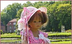 Kleine verträumte Milina ... (Kindergartenkinder) Tags: schlossanholt dolls himstedt annette park kindergartenkinder sommer wasserburg isselburg garten porträt milina