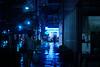 夜の青い街角 (Yuri Yorozuna / 萬名 游鯏(ヨロズナ)) Tags: industar61 industar61lzmc50mm индустар61лзmc50mm 雨夜 雨 雨天 夜 夜景 rain rainy rainynight rainyday night nightscape nightview nightshot 傘 雨傘 umbrella 青色 青 blue 光 color 色 light コンビニ コンビニエンスストア conveniencestore store shop 店舗 店 歩道 道 道路 road sidewalk 後姿 後ろ姿 backshot 反射 reflection ローソン lawson 若松河田 wakamatsukawada wakamatsucho 若松町 新宿区 shinjukuward 東京都 東京 tokyo japan 人物 人 human people 人々