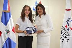 """Cándida Montilla recibió esta tarde a diez jóvenes galardonados con el Premio al Mérito Escolar. • <a style=""""font-size:0.8em;"""" href=""""http://www.flickr.com/photos/137394602@N06/35574438264/"""" target=""""_blank"""">View on Flickr</a>"""