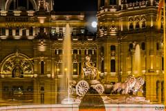 Soberana (Cruz-Monsalves) Tags: cibeles plaza madrid españa spain night lights noche luces estela luz palacio escultura sculpture fountain square