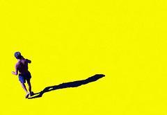 Ci sentiamo (meghimeg) Tags: 2017 lavagna uomo man giallo yellow ombra shadow sole sun sigaretta