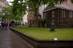 IMG_5527.jpg (Bri74) Tags: amsterdam architecture begijnhof holland netherlands plaza statue