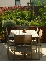 Sitzplatz (Jörg Paul Kaspari) Tags: trier tarforst garten garden spätsommer sitzplatz terrasse stühle estisch tisch