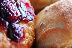 Petit pain brioché ou pain aux céréales à Tahiti (Christian Chene Tahiti) Tags: macromondays bread pain pan canon 6d nourriture brioche cranberry