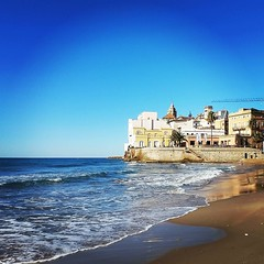 Gorgeous relaxing morning in #Sitges today with the Keiss & friends. #Beach, whitewashed streets, gelato, drinks with #sea views... #mediterranean #luxurytravel #igerscatalonia #privatetour (Foreverbarcelona) Tags: barcelona touring travelling