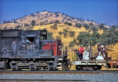 SP Worktrain at Woodford (rolfstumpf) Tags: usa california tehachapi woodford emd sd45 sp7461 southernpacific sp workplace railway railroad worktrain trackwork workers railroaders pause chat mamiya fujichrome rdp100