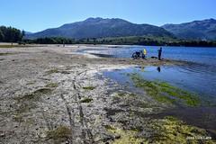 Una existencial duda: ¿Ahora o más tarde? (pepelara56) Tags: reflejo lago montañas neuquén bicicleta contraluz patagonia musgos