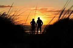 2017-08-06_08-44-17 (Guillaume7762) Tags: couple amour berck silhouette coucher soleil oyat plage beach sun dune sunset mer sea