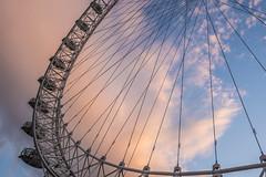 "the ""eye"" above me (Blende1.8) Tags: london eye theeye riesenrad bigwheel giantwheel sky clouds evening abend curve curves carstenheyer nikon d610 nikkor 1635mm uk europe europa travel perspective colors colours colour color"