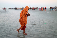 Gangasagar Mela 2017 (pallab seth) Tags: woman holydip gangasagar gangasagarmela2017 pilgrim pilgrimage religious religion festival fair bengal india asia hindu hinduism tradition custom culture bathing candid candidshot people peopleoftheworld indian asian outdoor dawn landscape morning ritual samsungnx300m samsung16mmf24ifunctionlens ganga ganges