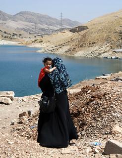 Mother and child on Lake Dokan / Iraqi Kurdistan