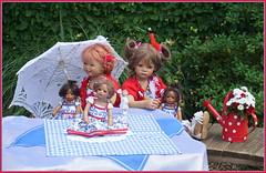 Sanrike und Milina ... Feierabend ... (Kindergartenkinder) Tags: dolls himstedt annette park blume garten kindergartenkinder essen grugapark personen blumen sanrike milina sommer leleti reki