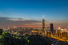 台北101,Taipei 101 (Kevin Chuang!!) Tags: 台北 台灣 101 台北101 象山 夜景 城市 星芒 健行 黃昏 日落 夕陽 taiwan taipei taipei101 mountain emount sony sonya9 sonysel24240fe24240mmf3563oss ilce9 zeiss 1635mm sel1635z 蔡司 xiangshan elephant night nightview city cityscape sunset sel24240 fe24240mm 24240mm fe1635mm
