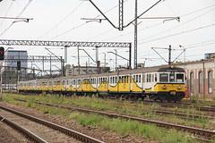 PR EN57-1039 + EN57-970 + EN57-839 , Wrocław Główny train station 06.08.2017 (szogun000) Tags: wrocław poland polska railroad railway rail pkp station wrocławgłówny ezt emu set electric en57 en571039 pr przewozyregionalne train pociąg поезд treno tren trem passenger special mr musicregio 831167 rockowyschabowy d29132 d29271 d29273 d29276 d29285 d29763 e30 e59 dolnośląskie dolnyśląsk lowersilesia canon canoneos550d canonefs18135mmf3556is