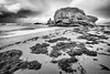 Naturaleza muerta (galavardo) Tags: fujifilm xa3 1024mm playa beach estaño gijón asturias españa spain blancoynegro blackandwhite byn largaexposición longexposure