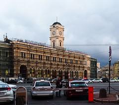 Moskovsky railway station (Geraki-ru) Tags: street architecture taxi railway station russia vokzal train traffic rail clock tower