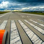 Runway Václav Havel Airport Prague (PRG), 20170918 thumbnail
