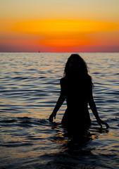 [ Morbido velluto - Soft velvet ] DSC_0569.R2.jinkoll (jinkoll) Tags: sunset sea mare waves water girl gal silhouette horizon reflections gloaming shadow hands beauty tropea calabria bokeh dof boat sky clouds