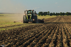 Sowing of Colza 2018 | CLAAS // HORSCH (martin_king.photo) Tags: colza2018sowing colza colza2018 sowingofcolza2018 sowing 2018 canola raps claas horsch horschmachinen claasxerion5000trac horschfocus6td claasxerion claasxerion5000 horschfocus rows planting sowingmachine soil ground allclaaseverything claasfans claasphotos claaslexion summer work tschechischerepublik powerfull martinkingphoto machines strong agricultural greatday great czechrepublic welovefarming agriculturalmachinery farm day working modernagriculture landwirtschaft machine machinery farmworld farmlife