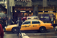 New York City - The Look (Michael.Kemper) Tags: voyage travelling reise canon 30d efs 1755 f28 is usm canoneos30d canonefs1755f28isusm usa us united states america vereinigte staaten von amerika new york city ny nyc big apple bigapple street taxi yellow cab gelb travel
