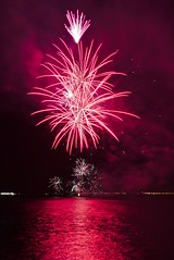 Feu d'artifice la Grande Motte (Marc ALMECIJA) Tags: feu artifice grande motte hérault fête fest red rouge noir firework