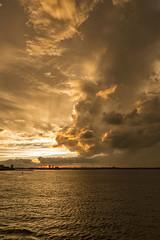 Sunset at the Hudson (Jorge Pazos) Tags: statend island ny city river hudson riverescape paisaje clouds nubes vertical color eeuu usa estadosunidos jorge pazos 2470mm28l 5dmarkiii