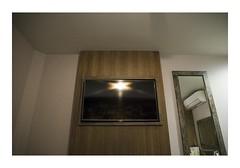 Manchester, United Kingdom (Jordane Prestrot) Tags: jp24655 hôtel hotel chambre room habitación téléviseur tv television télévision télé televisor televisión tele blackhole trounoir agujeronegro jordaneprestrot manchester miroir mirror espejo