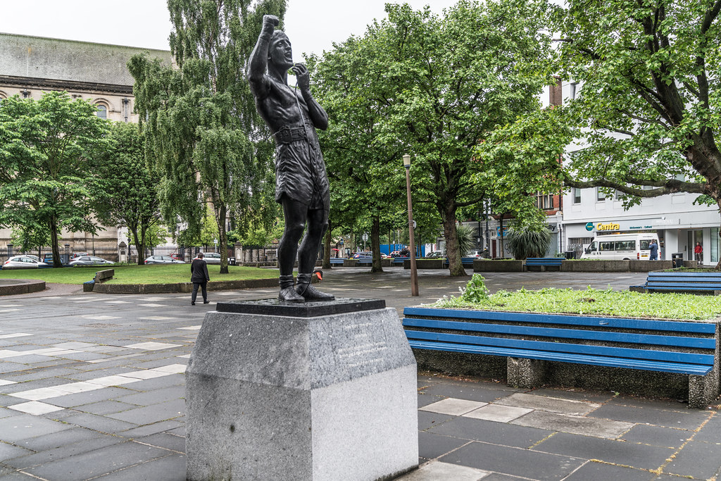 STATUE OF JOHN RINTY MONAGHAN [WHEN IRISH EYES ARE SMILING]-132892