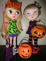 Fyvie and Ari get ready for Halloween!