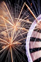 Sparks flying (loddeur) Tags: vuurwerk vuurwerkfestitval scheveningen 2017 zomer denhaag pier ferriswheel reuzenrad reflection beach strand competition colour longexposure fireworks
