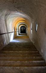 Giùissimo! (Colombaie) Tags: valdaosta estate vacanze bard museo fortedibard fortezza militare ottocento scale corridoio coperto livelli scalinata pov giù basso scendere ripida volta botte finestre architettura