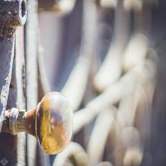 DSC09941 (mortelette.david) Tags: helios44258mmf2 helios 442 m42 vintagelens sovietlens sony manuallens iron ironworks door doorhandle dof bokeh profondeurdechamp rust rouille light lumière extérieur porte métal square carré