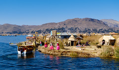 Islas Uros, Lake Titicaca, Peru (Maria_Globetrotter) Tags: peru dscf0943lr island culture traditional uros people humans colorful water lake famous mariaglobetrotter