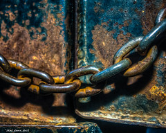 Only You Can Break the Chains That Bind You (that_damn_duck) Tags: chain links industrial machinery chainlinks rust rusting rusty